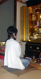 置く場所のスペースでお仏壇のサイズがおのずと決まってきます。