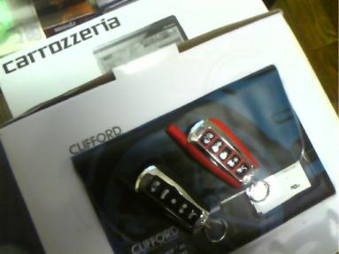 レガシィのCLIFFORDセキュリティとサイバーナビの取付例
