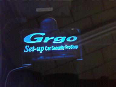 アウトランダーにカーセキュリティ「Grgo」の取付例