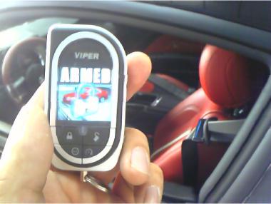 マスタングにカーセキュリティVIPERの取り付け例