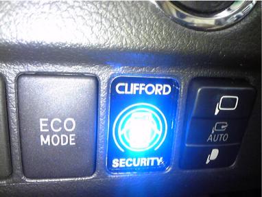 アルファードのCLIFFORD施工例