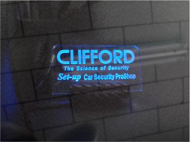 エスクァイアHYBRIDのCLIFFORD施工例
