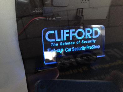 ハイエースのCLIFFORD取り付け例