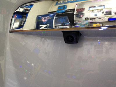 ハイエース/レジアスエースのナビゲーションとバックカメラの取り付け例