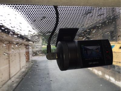 ハイエースキャンピングカーのドライブレコーダー取り付け例