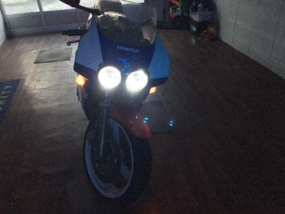 CBR400RRのヘッドライトにLED取り付け例