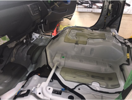 ハイエースのシート下断熱処理
