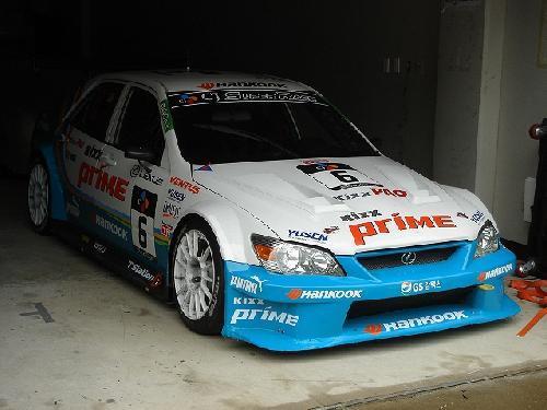 韓国チームの車