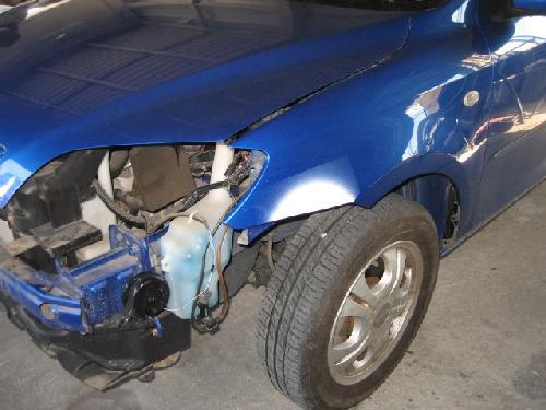 マツダ デミオ 左フロントフェンダー板金修正 フロントバンパー交換 塗装修理