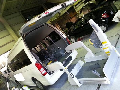 200系ハイエース スーパーロングワイド レジアスエースハイルーフ 車イスリフト付き介護車両 右側面修理