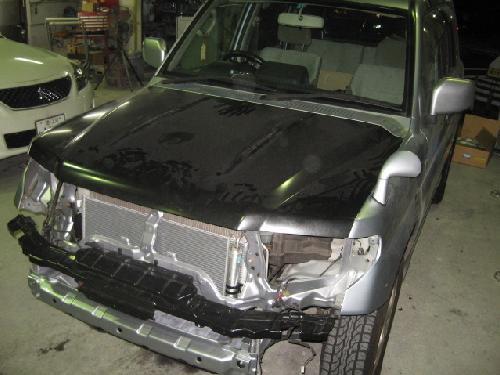 三菱パジェロイオミニフロントまわり事故ラジエターサポート板金フレーム修正ディーラー指定工場デュポンマイスターのいる店千葉松戸タキザワ自動車