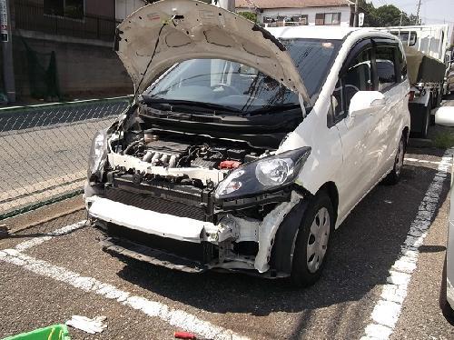 ホンダフリードスパイクフロントバンパーヘコミキズ板金塗装修理カスタムバンパー交換短時間ホンダ指定鈑金工場タキザワ自動車Tポイントが貯まる使える
