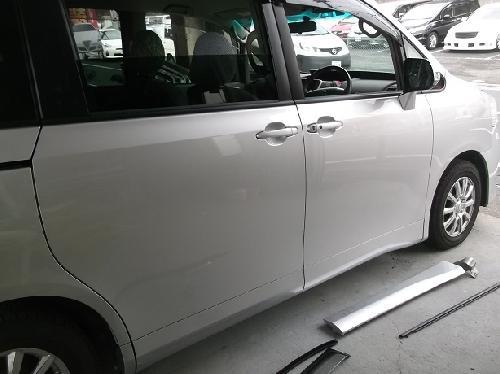 TOYOTA トヨタ 60 70 80 ノア ヴォクシー VOXY フロントドア スライドドア 修理 前後 フロント リア フェンダー バンパー ドア キズ 凹み 鈑金塗装 修理 フレーム修正 事故 保険修理 保険扱い 過失割合