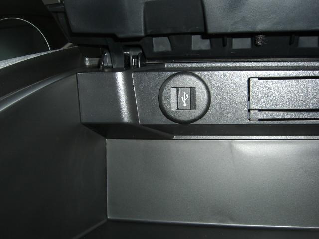 純正適応USBアタプター取り付け