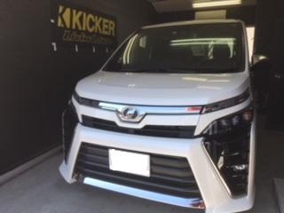 大阪☆VOXY・モスコニ・GLADEN/RS130・キッカーHS8スピーカー・ウーファー取り付け