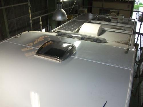 キャンピングカーの屋根修理