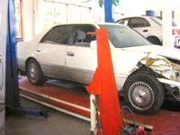 車体フレーム修正機