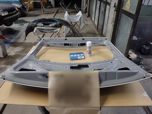 トヨタ アイシス トランクカバー修理