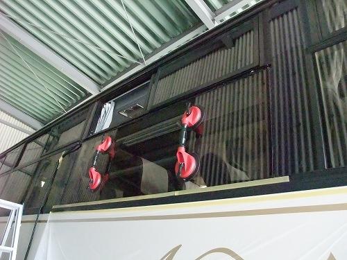 観光バスのサイドガラス 交換