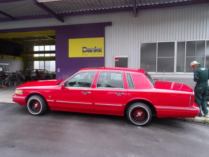 タウンカー 全塗装 ホイールの色分け 赤×黒