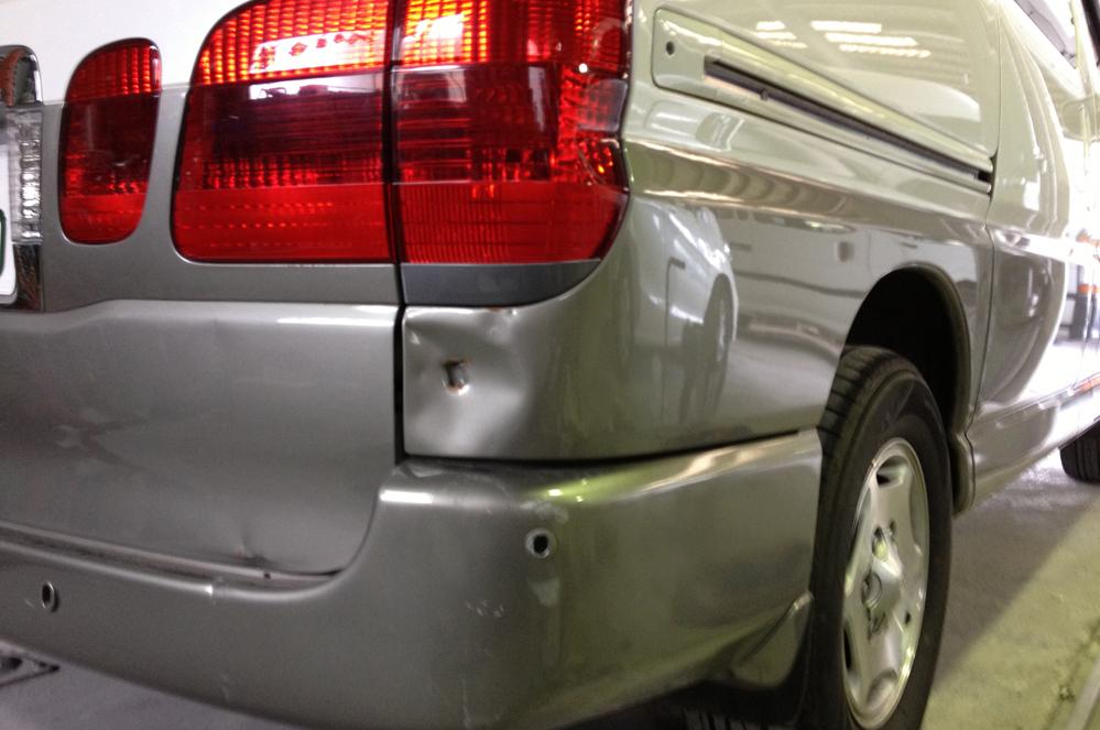 グランビア 右リヤフェンダー板金塗装修理