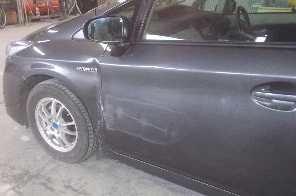 トヨタ プリウス フロントフェンダー、フロントドア板金塗装修理
