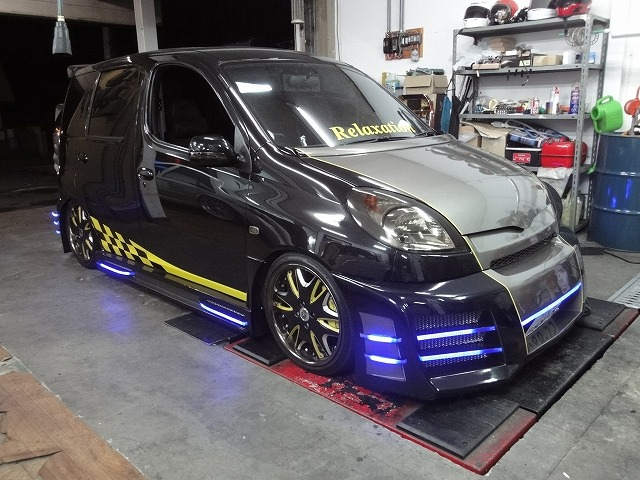 トヨタ ファンカーゴ アクリル LED エアロ加工
