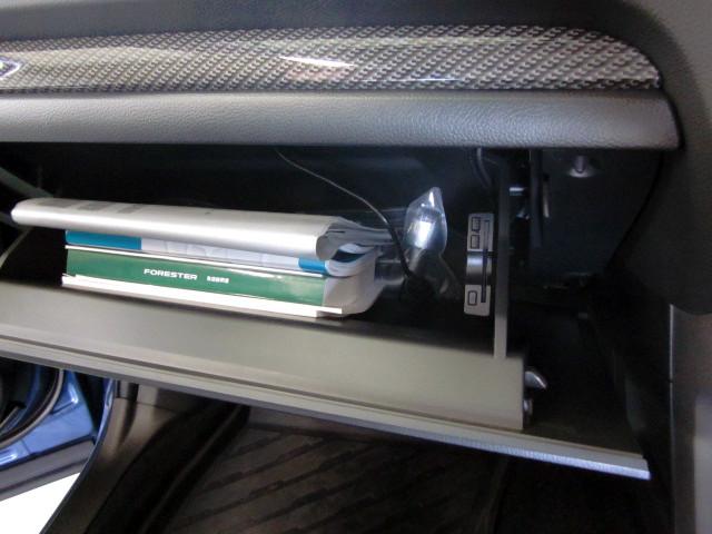ETC車載器をダッシュボードの中に取り付け。