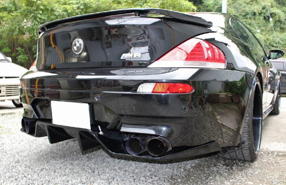 BMW M6 純正リアバンパー加工、サイドカナード製作