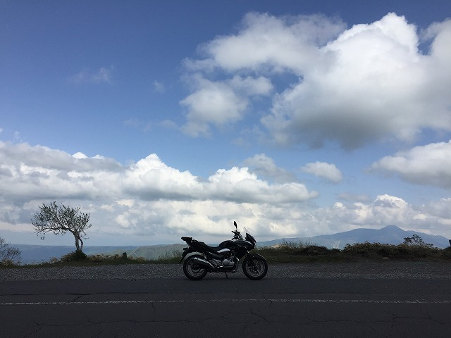 動きが早そうな雲・青空とGSR★大自然を感じます♪