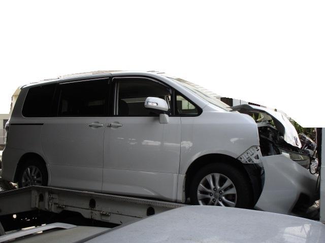 トヨタ ヴォクシー ZRR70W