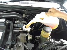 広島で車修理のご相談を承る「山本鈑金」のオイル交換