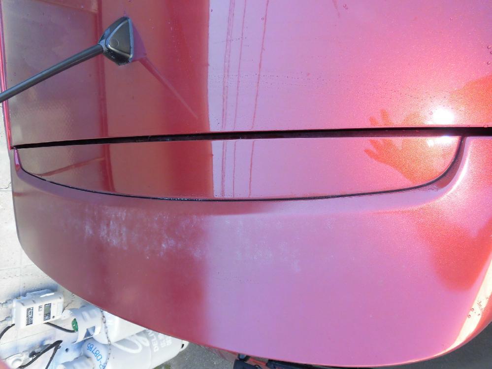 [板金塗装修理事例]スポイラーの塗装が劣化しクリア層が剥がれています。