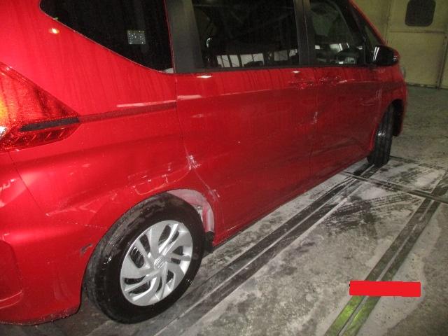 車体右側面の大破修理です