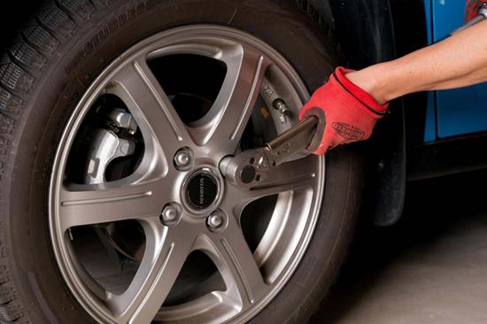 タイヤ交換も激安価格にて受け付けております。