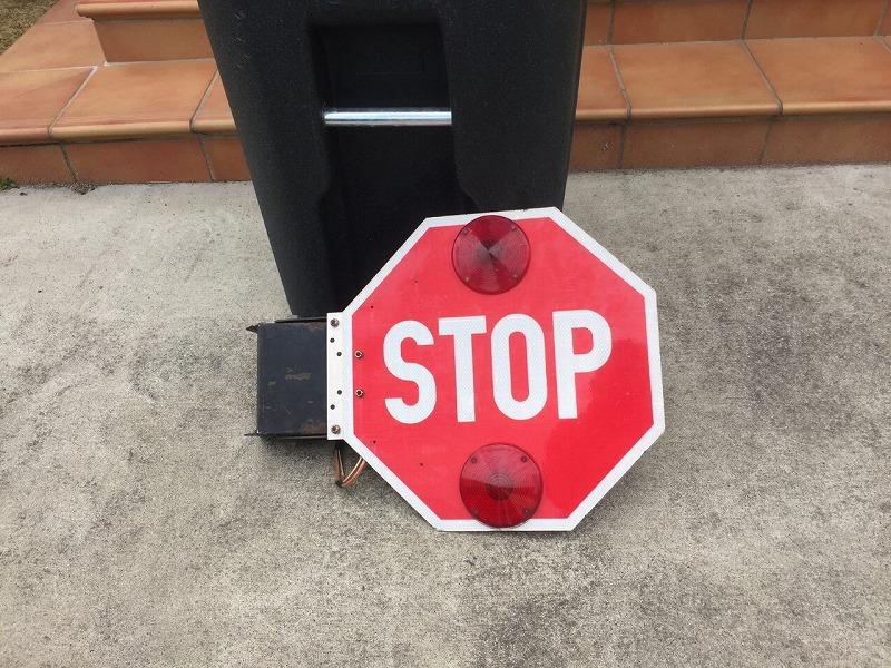 スクールバス ストップサイン