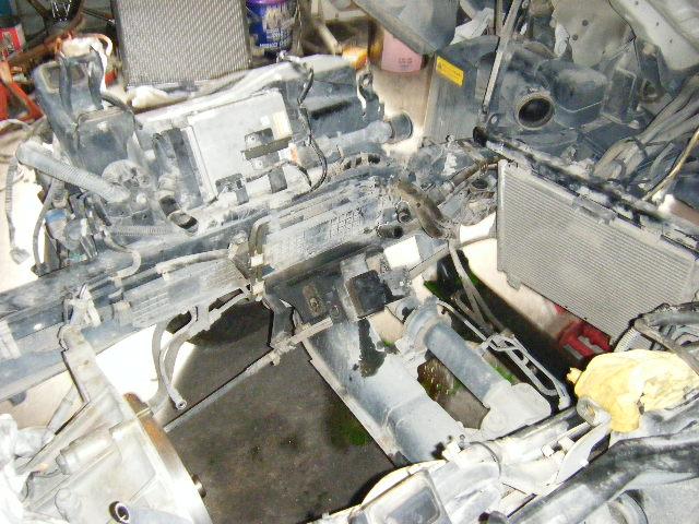エンジンを取り外した車体