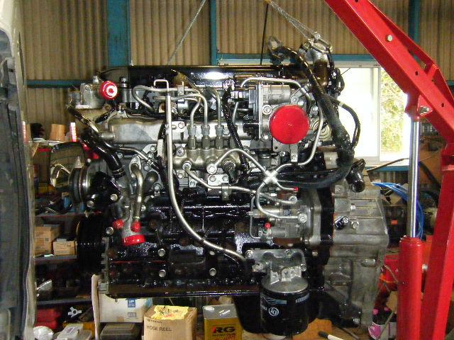 新しいエンジンを乗せ換えます