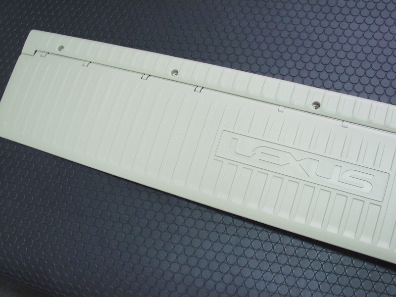 REAR GATE PLATE(Ivory)
