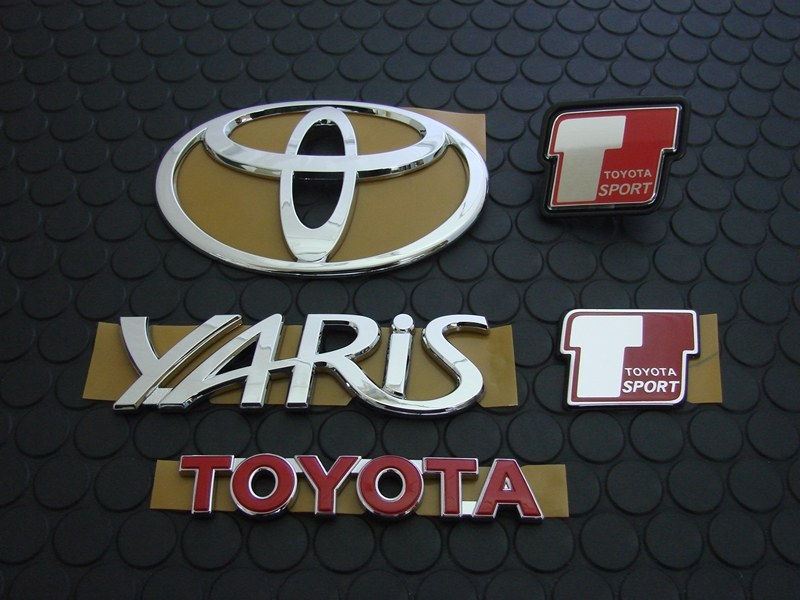 YARIS TS EMBLEM SET