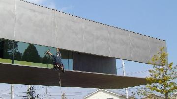 美術館窓ガラス清掃