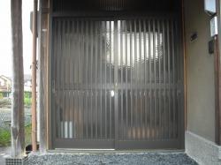 施工後 アルミサッシの玄関戸へ取替えました。