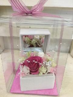 ピンクのバラのジュエリーボックス
