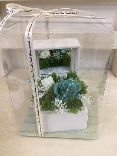 ターコイズブルーのバラのジュエリーボックス