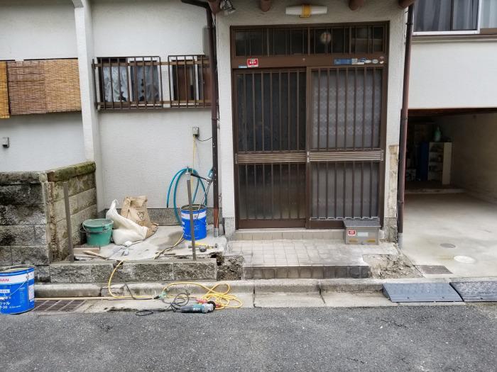 土間工事(ブロック塀の撤去・古い門柱の撤去)