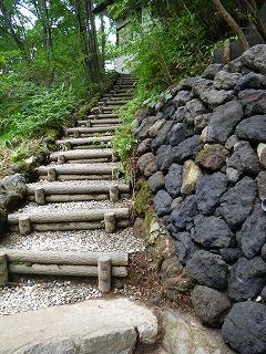 溶岩石(浅間石)の擁壁