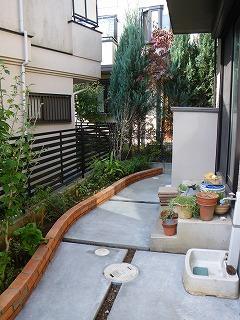 レンガ花壇、コンクリート舗装