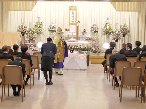 堺斎場の式場の祭壇