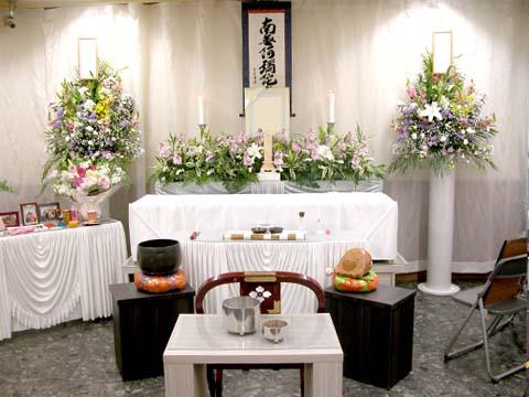 西心会館で祭壇