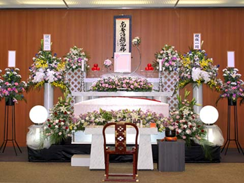 鶴見斎場の祭壇
